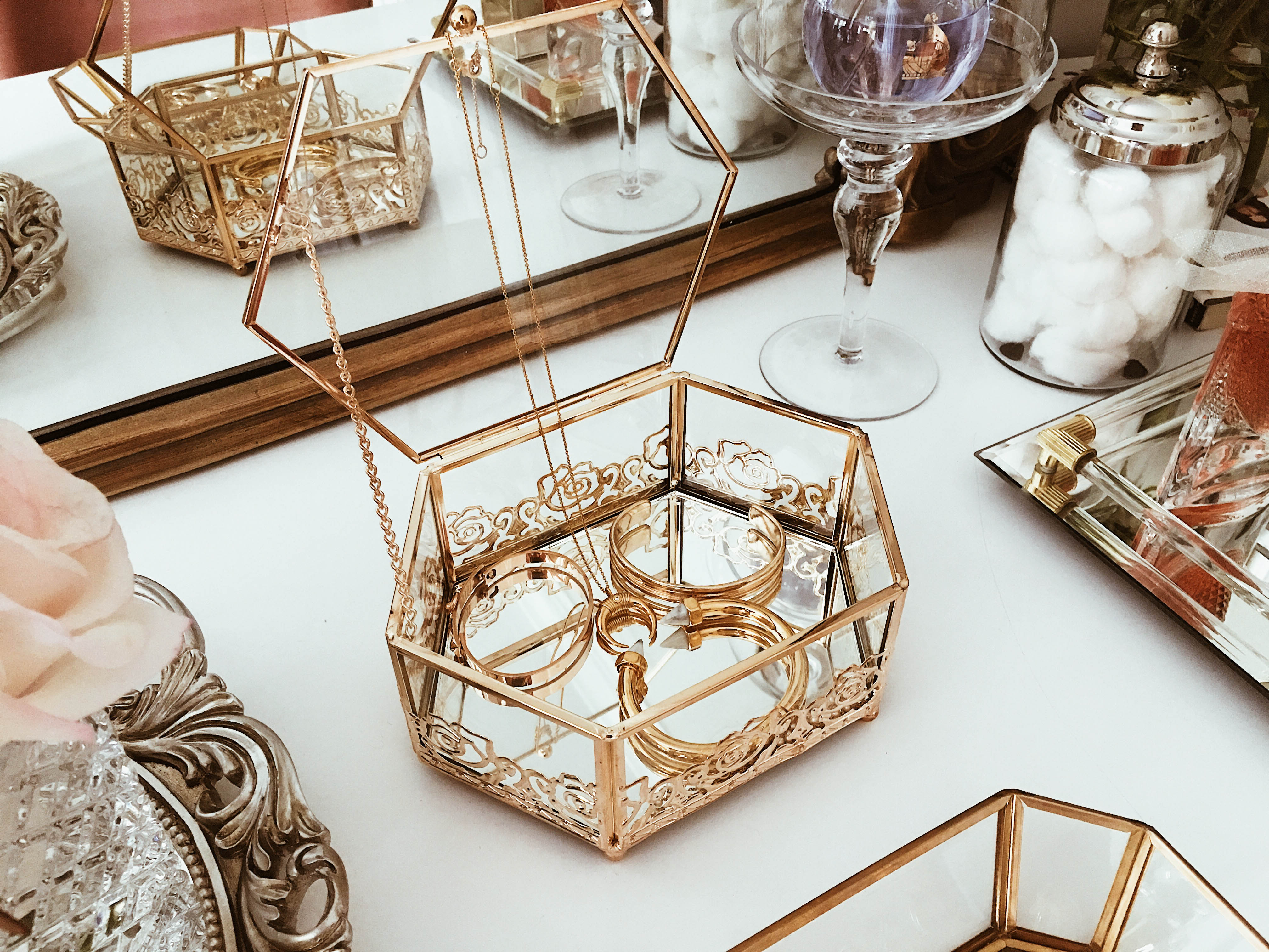 8 Chic Ways To Decorate Your Vanity Like A Parisian Wander X Luxe